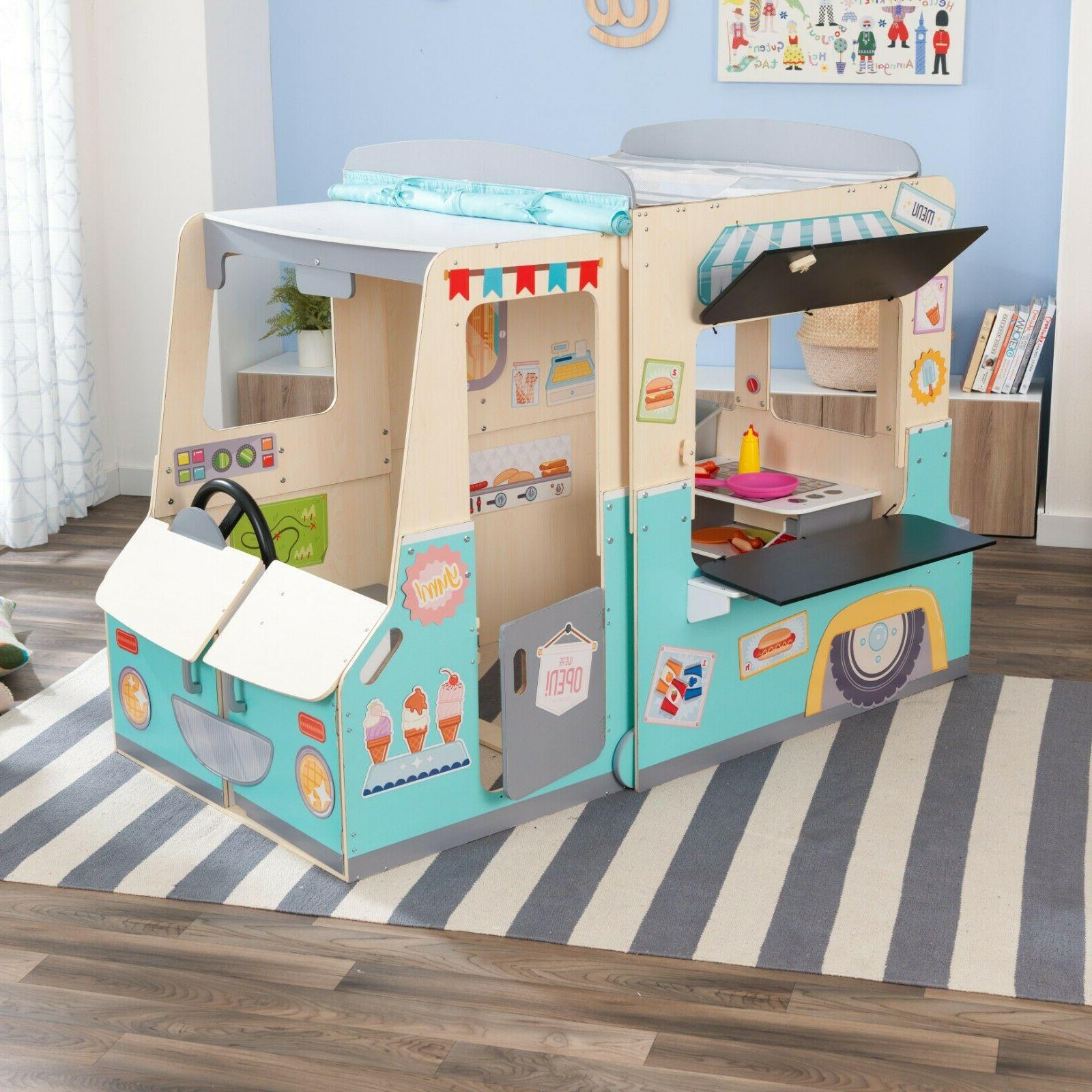 Wondervan Playhouse Art Center, Play Kitchen & Magnets by