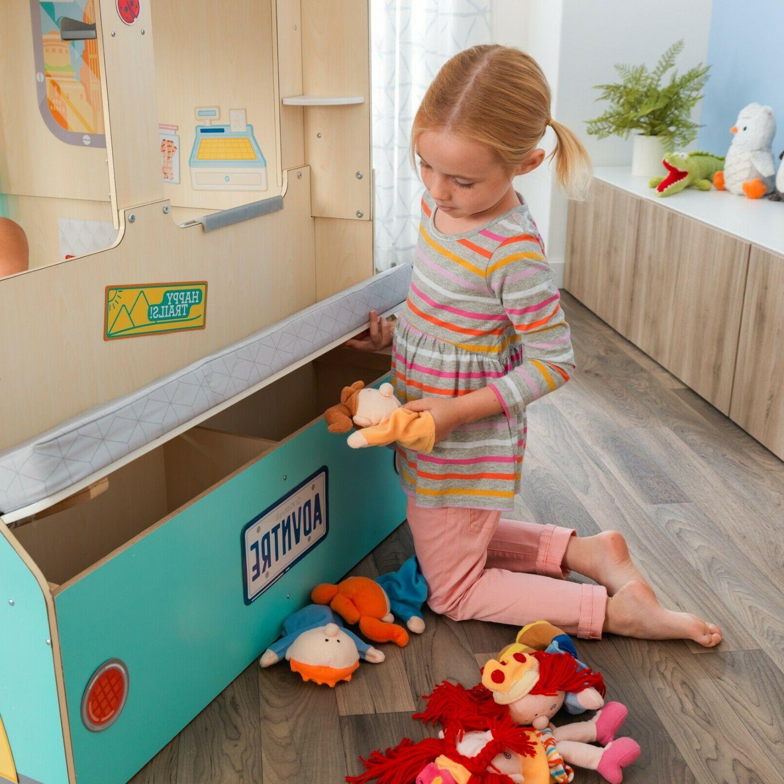 Wondervan Indoor Art Center, Play Kitchen & Magnets